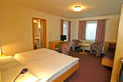 Hotel Pictures: Gästehaus Galant, Esslingen