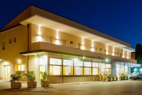 切萨雷酒店