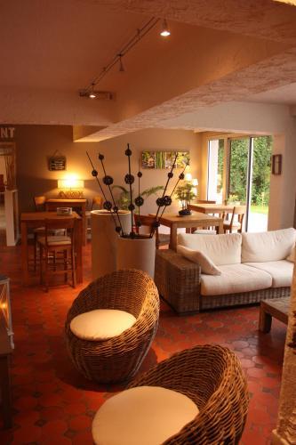 Hotel Pictures: Latitude Ouest Hotel Restaurant & Spa, Locronan