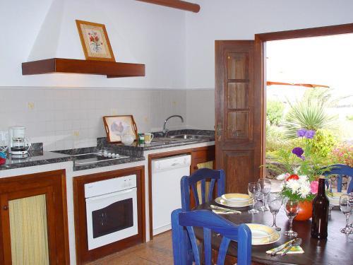 Hotel Pictures: Casa Rural Finca Isabel, Mozaga