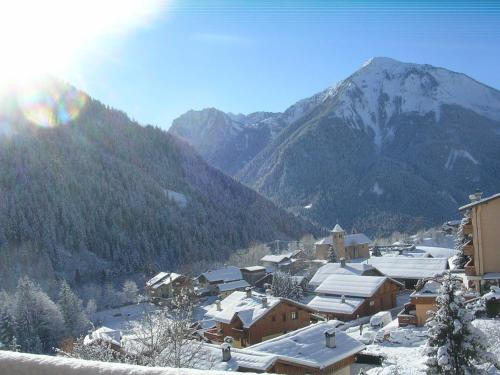 Hotel Pictures: Location Roc Blanc, Champagny-en-Vanoise