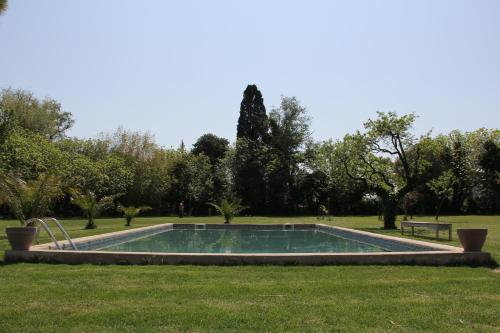 Hotel Pictures: Mas de Bouvet en Camargue, Albaron