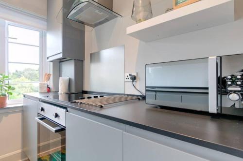 Una cocina o kitchenette en 54 Buchanan Gardens