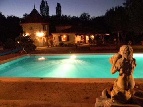 Hotel Pictures: La Tour de Pérès, Ayguetinte