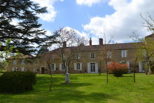 Hotel Pictures: , Saint-Jean-Poutge