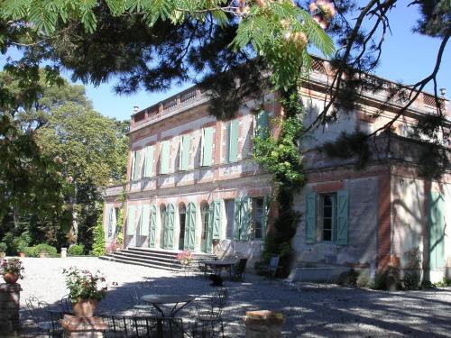 Hotel Pictures: , Vigoulet-Auzil