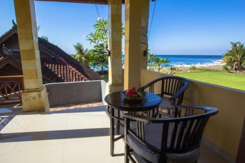Arya Amed Beach Resort And Dive Center