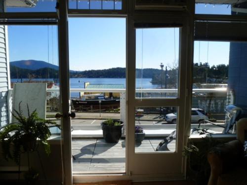 Hotel Pictures: The Landing Studio, Gibsons