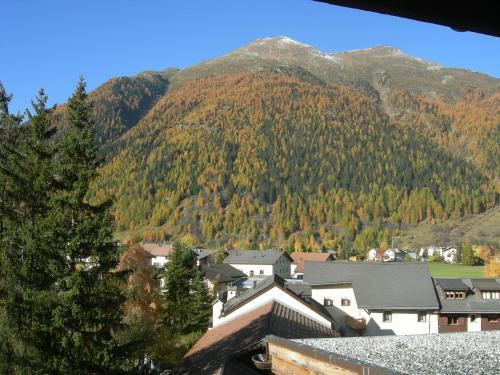 Hotel Pictures: , Zernez