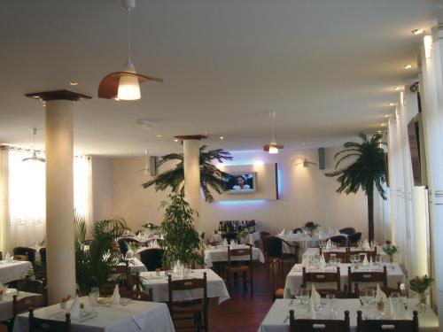 Hotel Pictures: , Montverdun