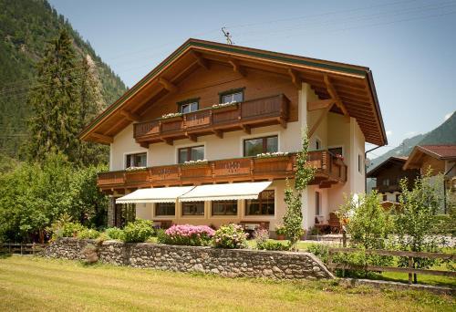9 hot is de luxo em zillertal for Design hotel zillertal