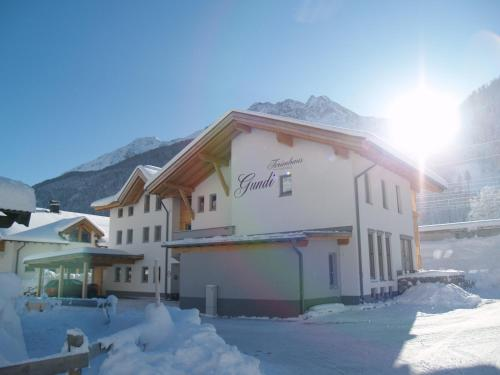 Фотографии отеля: Ferienhaus Gundi, Петтной-на-Арльберге