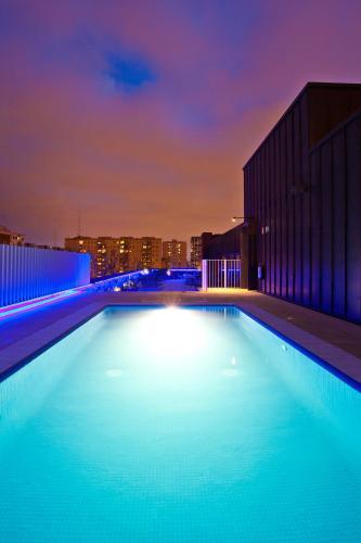 A piscina localizada em Vincci Bit ou nos arredores
