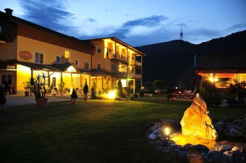 ホテル写真: Hotel-Garni Zerza, Tröpolach