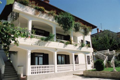 Apartments Ananina