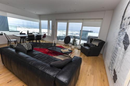 אזור ישיבה ב-Penthouse apt. amazing view & jacuzzi