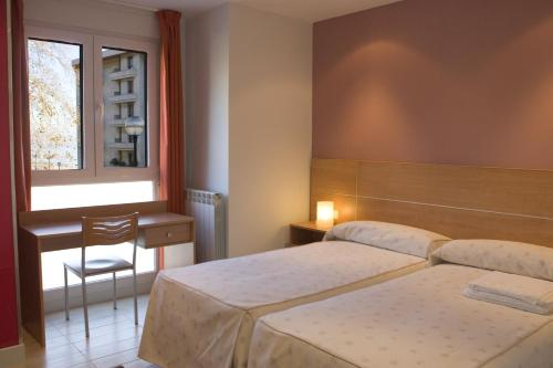 Hotel Pictures: Ekia Pentsioa, Zarautz
