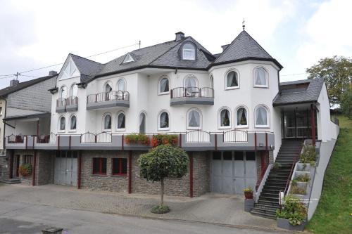 Hotel Pictures: Ferienweingut Arnold Fuhrmann & Sohn, Ellenz-Poltersdorf