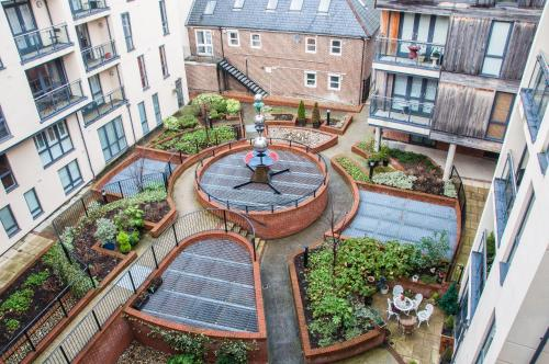 Hotel Pictures: Flexi-Lets@The Bars Development Guildford, Guildford