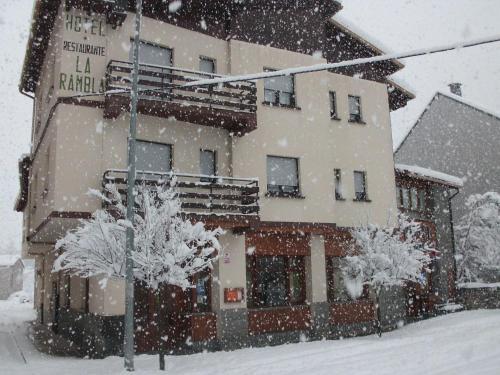 Hotel Pictures: Hotel La Rambla, Biescas