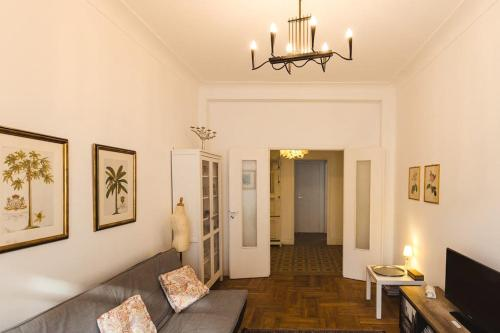 Uma área de estar em Appartment Passy 2 Bedrooms with Veranda