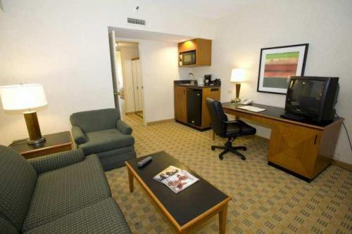 DoubleTree Suites by Hilton Hotel And Conference Center Chicago/Downers Review