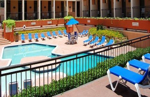 Love Field Hotel & Suites