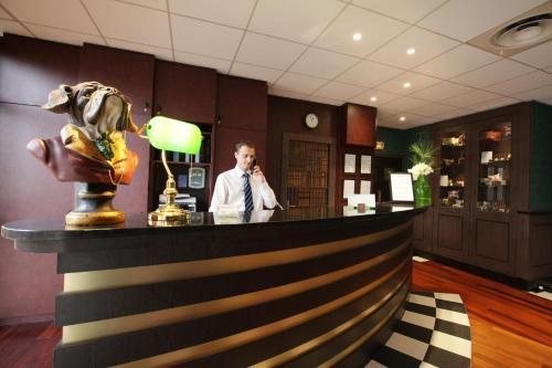 Hotel Pictures: , Roissy-en-France