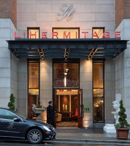 A fachada ou entrada em L'Hermitage Hotel