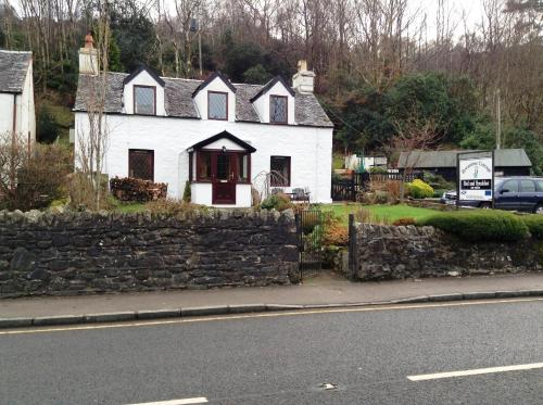Hotel Pictures: Rowantree Cottage Bed and Breakfast Accommodation, Arrochar