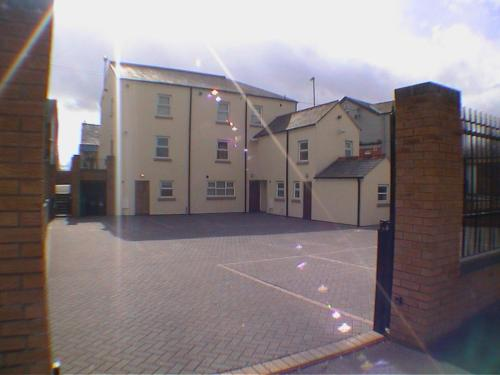 Hotel Pictures: Earle House Serviced Apartments, Crewe