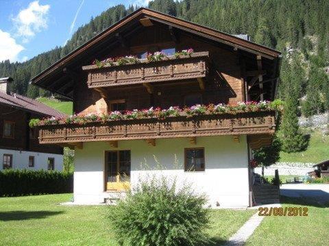 Hotellikuvia: Ferienwohnung Artur Wieser, Sankt Jakob in Defereggen