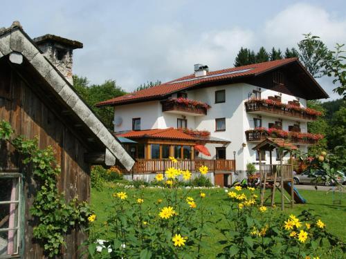 酒店图片: Bauernhof Familie Nussbaumer, 阿特湖畔的努斯多夫