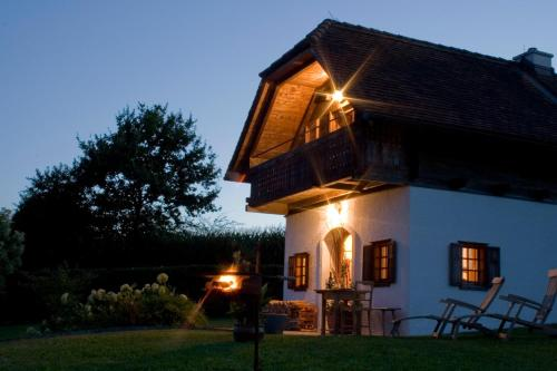 Zdjęcia hotelu: Ferienhaus Friedrich - Honigmond im Troadkast´n, Hartberg