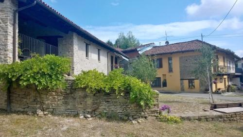 Bed and Breakfast Ca Pavaglione (Italia Castino) - Booking.com