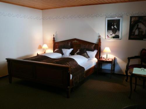 Hotel Pictures: Weingasthof Zum weißen Roß, Osthofen