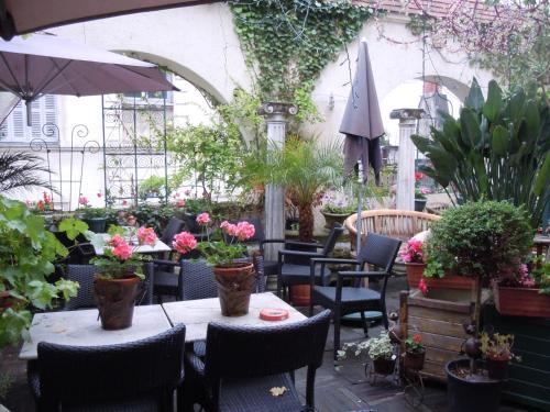 Hotel Pictures: La Croix Blanche, Montrichard