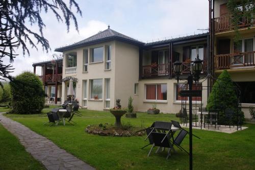 Hotel Pictures: Hostellerie Saint Clément, Vic-sur-Cère