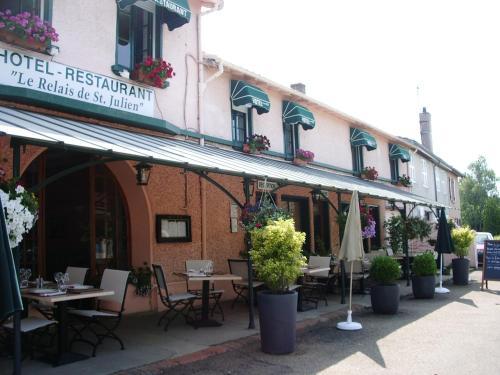 Hotel Pictures: , Saint-Julien-de-Jonzy