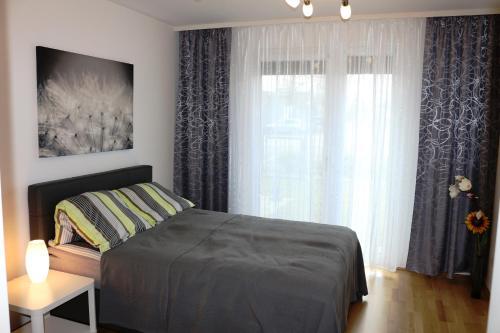 سرير أو أسرّة في غرفة في Komfort Apartments Alte Donau/Donauzentrum