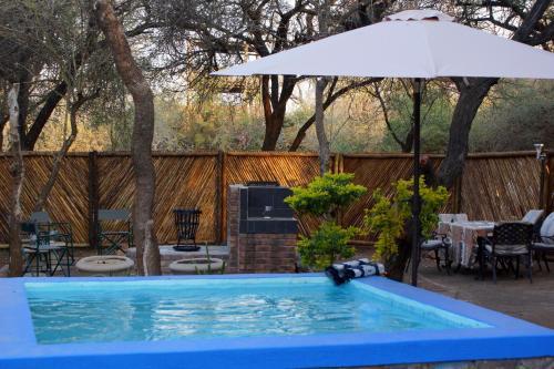 A piscina localizada em Marloth park Hippo House ou nos arredores