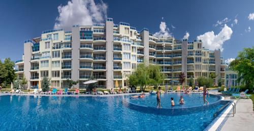 Фотографии отеля: PMG Apartments in Oasis Complex, Равда