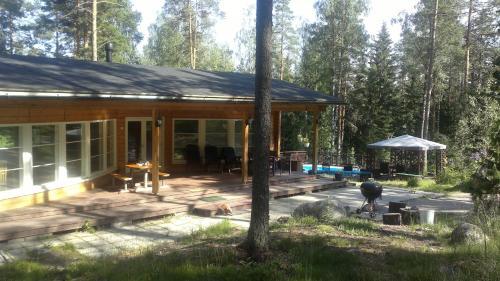Hotel Pictures: Villa Hovikallio, Nuuksio