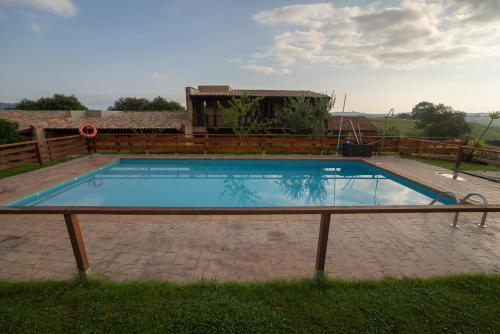 A piscina localizada em Alcabala del Viento ou nos arredores