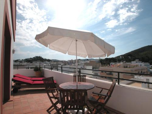 Hotel Pictures: Apartamentos Ebusus, Santa Eularia des Riu