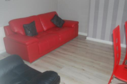אזור ישיבה ב-elegant apartment in knightswood area of glasgow