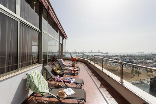 Uma varanda ou terraço em PENTHOUSE ALCARAVANERAS BEACH · FREE PARKING by Living Las Canteras