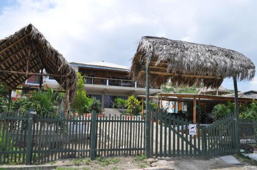 Hotel Pictures: Donkey Den Guesthouse, Santa Marianita