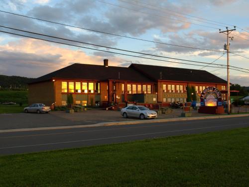 Hotel Pictures: Auberge Internationale La Vieille École, Sainte-Anne-des-Monts