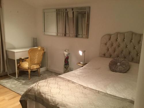 מיטה או מיטות בחדר ב-Cosy Studio apartment in FULHAM